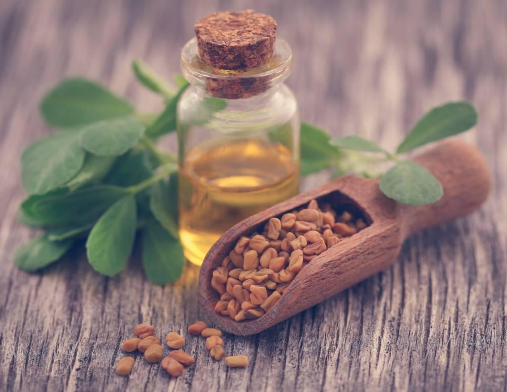 Comment l'huile de fenugrec agit-elle pour augmenter le volume de vos seins ?