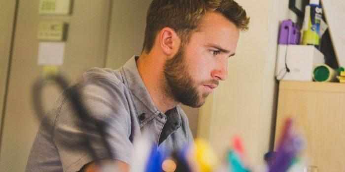 Pourquoi les hommes se laissent-ils pousser la barbe?